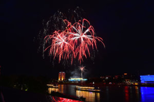 Linz Donau in flammen 2014 (4).jpg