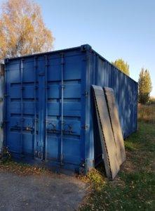 Container mit Laderampen.jpg