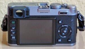X100 - 11 - Kamera Back.jpg