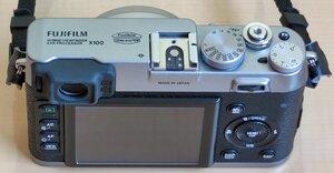 X100 - 12 - Kamera Back und Top.jpg